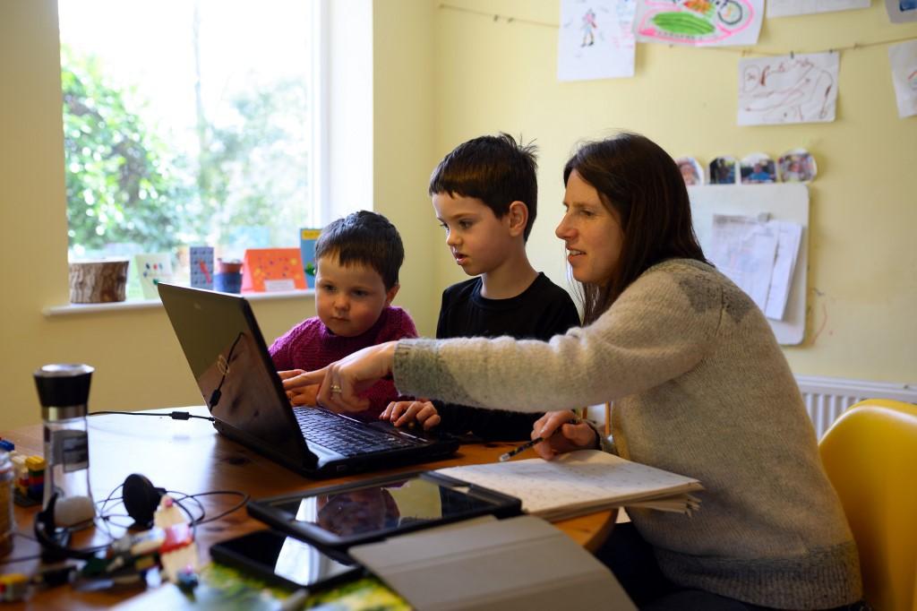 التعليم الإلكتروني أصبح الأساس في الوقت الحالي